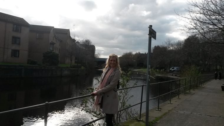 Cakes wandering along the Water of Leith Walkway